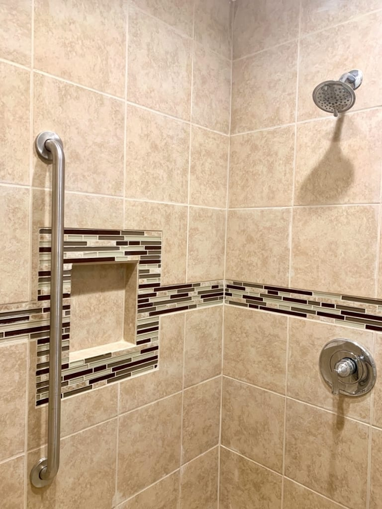 New tile shower with accent border