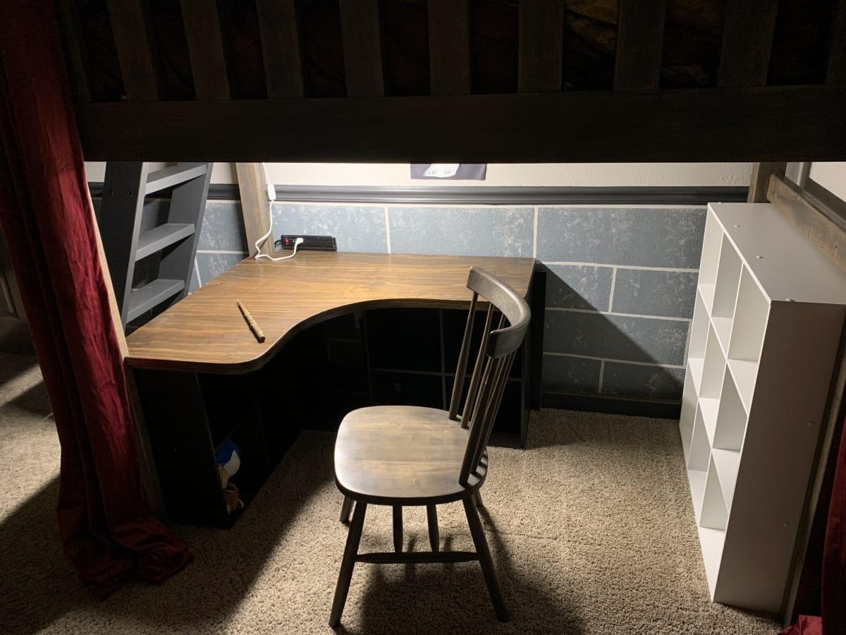 Deck under Hogwarts bed