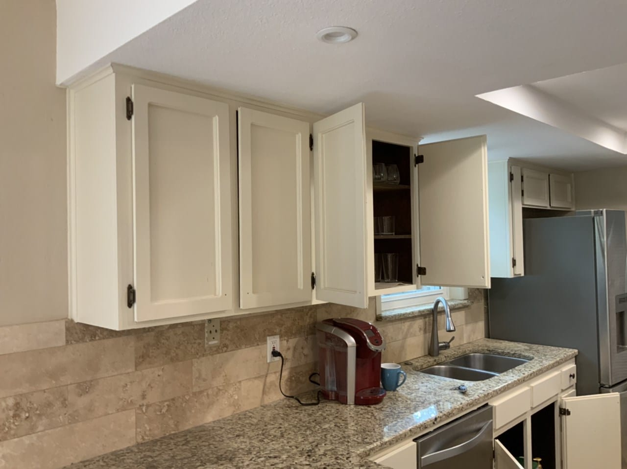 white kitchen cabinet uppers
